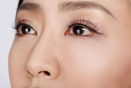 在割完双眼皮后怎样才能消肿更快