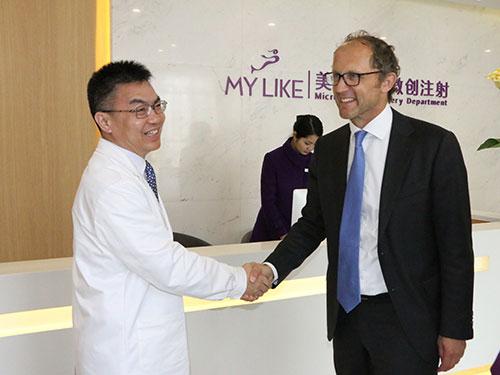 Mr.Marc与美莱负责人注射专家申涛