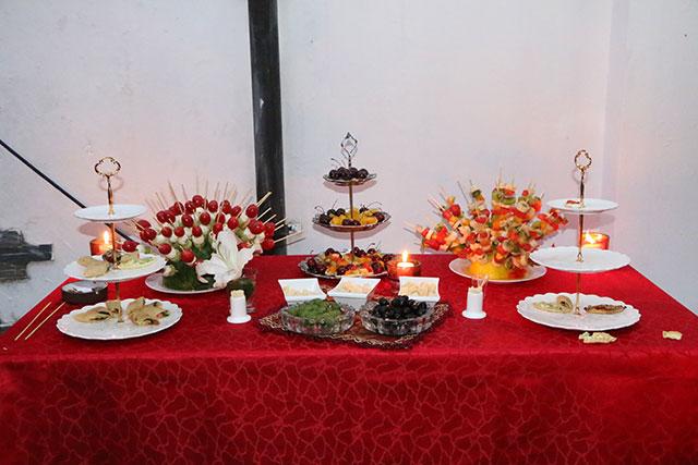 宴会丰盛的水果