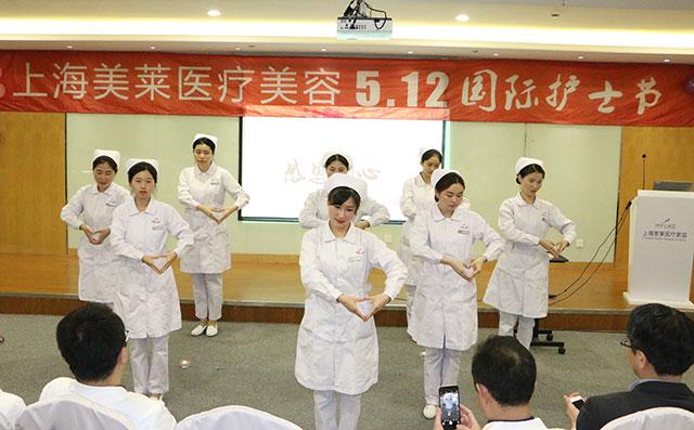 护士们表演感恩的心